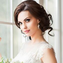 Kristallikorvakorut, ATHENA BRIDAL|Classic Isabella Earrings in Gold