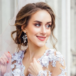 Kristallikorvakorut, ATHENA BRIDAL|Crystal and Opal Twine Earrings