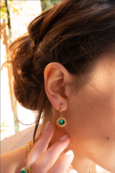 Korvakorut, BOHM PARIS|Boucles Dao avec cristal electric green