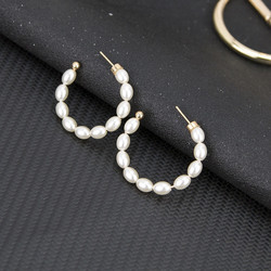 Korvakorut, PAPARAZZI|Small Oval Pearl Hoops -helmirenkaat