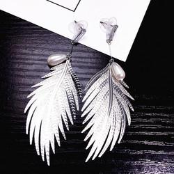 Korvakorut, FRENCH RIVIERA|Modern Feather Earrings in Silver