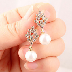 Juhlakorvakorut, ROMANCE|Classic Pearl Earrings in Silver