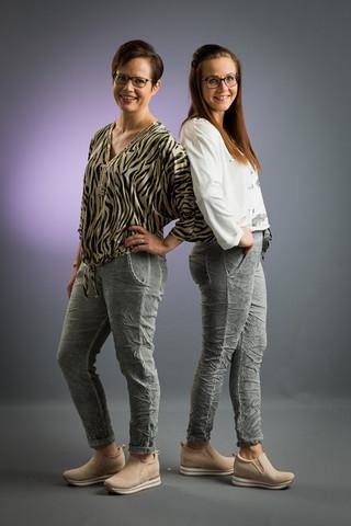 Onesize housut. Värit harmaa, vaalenvihertävä ja vaaleansininen