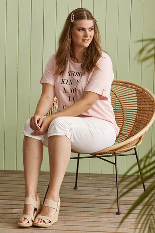 Zhenzi basic T-paita tekstiprintillä. Vain valkoinen