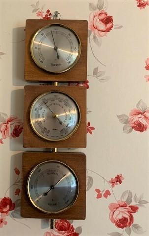 Vanha tiikkinen ilmapuntariv,Fischer lämpömittari