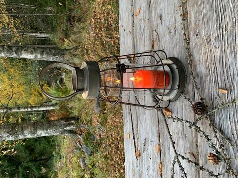 Uusvanha kaunis lyhty metallia, Factory lantern by Chic Antique
