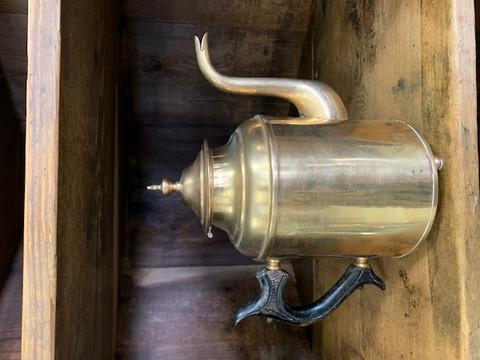 Antiikkinen kahvikannu, messinkiä