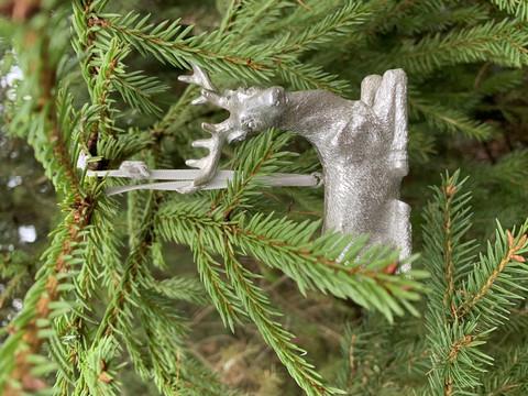 Kaunis hopeanhohtoinen peura nauhassa, Chic Antique