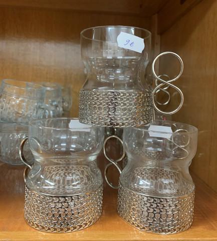 Tsaikka-lasit hopeanvärisellä pidikkeellä