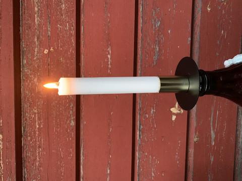 Metallinen kynttilänpidike pulloon, Weiste
