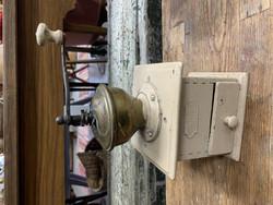Vanha kahvimylly koristeeksi