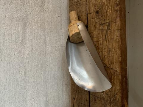 Suuri, vanha jauhokauha peltiä ja puuta