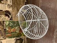 Valkoinen verkkokori metallia, munakori, sipulikori