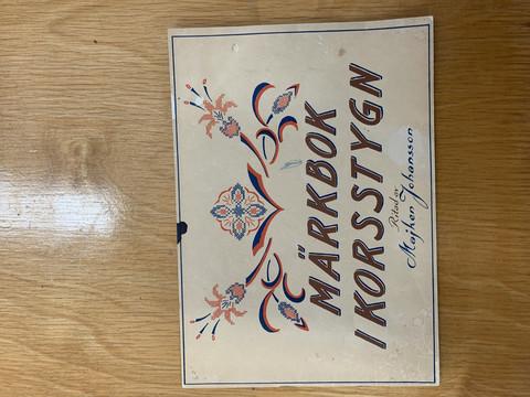 Ristipistokirja: Märkbok i Korsstygn by Majken Johansson, käsityökirja