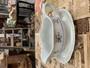 Arabian kastikekaadin 60-luvulta, sinikukkainen siirtokuvakoriste