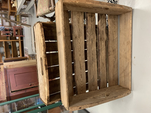 Vanha, puinen perunalaatikko, neljä samanlaista