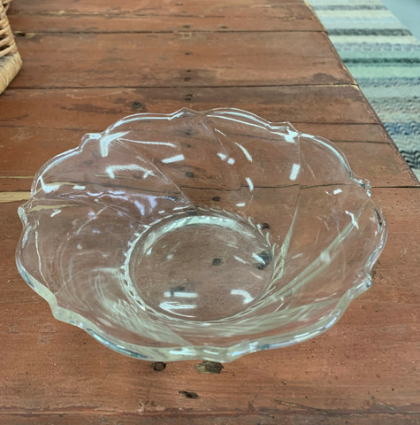 Vanha, kaunis lasimalja, tarjoilukulho puristelasia