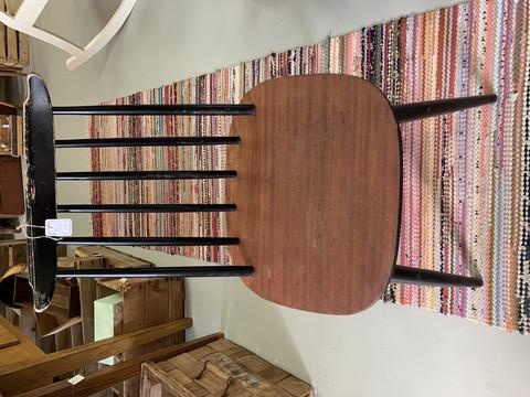 60-luvun tukeva musta pinnatuoli, istuin tiikkiä, 2 kpl