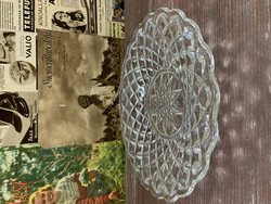 Vanha, kaunis lasinen tarjoilulautanen, puristelasia