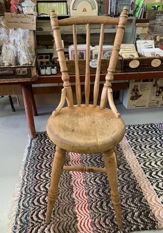 Hyväkuntoiset, puunväriset tuolit 1800-luvulta, 2 kpl