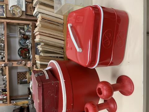 Nilsjohanin hyväkuntoinen punainen kaksikerroksinen pikkuleipärasia