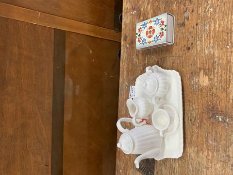 Valkoinen mini kahvikalusto, lasten kahvikalusto, koriste-esine