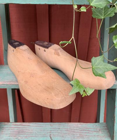 Hyväkuntoinen vanha, puinen kenkälesti, koko 40 ja 42