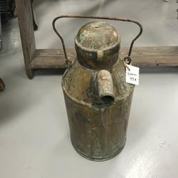 Vanha öljykannu, messinkiä