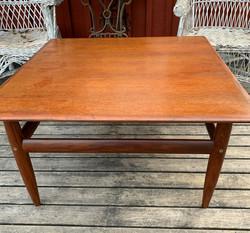 Kokopuinen pöytä 60-luvulta, tiikkiä
