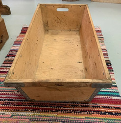 Tukon vanha vanerinen laatikko