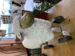Suurikokoinen lammas pyörät alla, Chic Antique