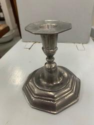 Yksinkertaisen kaunis antiikki kynttilänjalka, tinaa