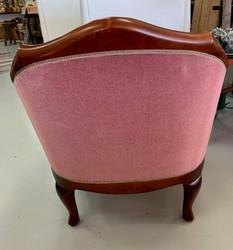 Kaunis, erittäin siisti nojatuoli, tyylihuonekalu