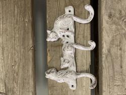 Valurautainen, valkoinen kissanaulakko, Weiste