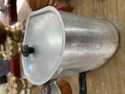 Sydämen mallinen, kannellinen 1 litran kattila alumiinia
