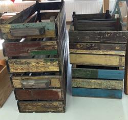 Iloisenväriset, rouheat puulaatikot kierrätysmateriaalista, 2 kokoa
