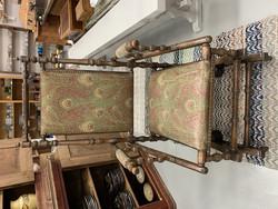Upea keinutuoli, antiikkia. Alkuperäinen riikinkukkokuosinen kangas