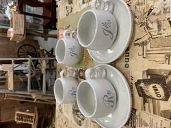 Pentik, Halla-sarjan teekuppi , nimikoitu J- ja R-kirjaimet, suunnittelija Peter Winquist