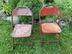 Vanhat metalliset kahvilan tuolit Ranskasta, rekvisiittäkäyttöön