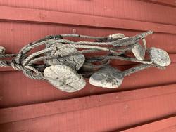 Vanhat verkon merkit, 14 kpl eri kokoisia korkkisia kohoja köydessä