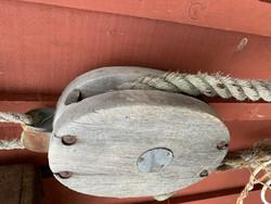 Vanha puinen väkipyörä, ploki, pylpyrä, kaksi eri kokoista