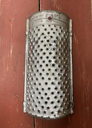 Vanha, patinoitunut raastiin sisustuskäyttöön