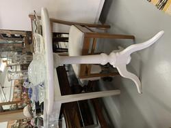 Kaunismuotoinen, hyväkuntoinen ns. harakkapöytä 1800-luvulta