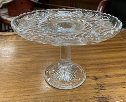 Vanha kotimainen jalallinen kakkuvati kirkasta lasia