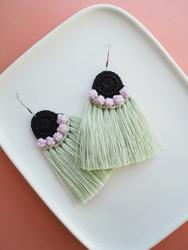Hede-virkatut korvakorut, vihreä-roosa-musta