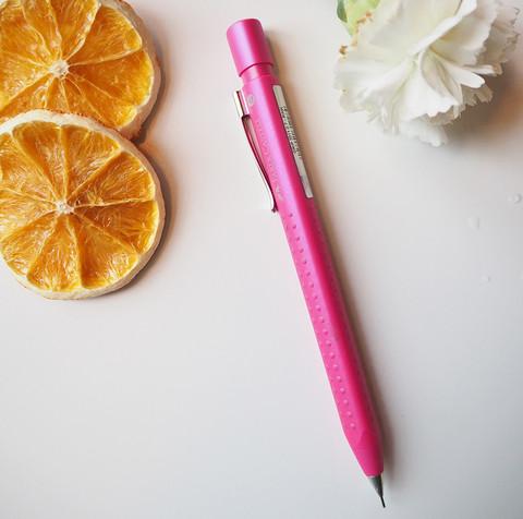 Faber Castellin lyijytäytekynä, pinkki