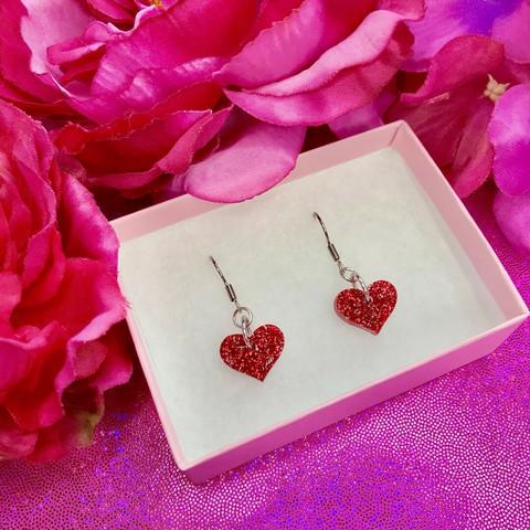 Punaiset MINI HEART -glitterkorvakorut koukuilla