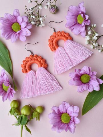 Riemukaari-korvakorut. Oranssi-roosa