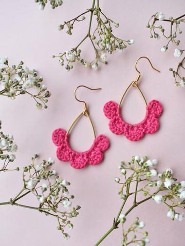 Hertta-korvakorut. Pinkki
