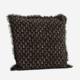 Tyynynpäällinen hapsureunoilla, musta kuvioilla. 50x50